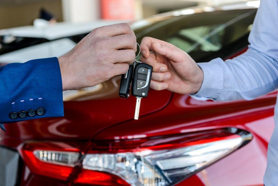 Fuel Cards UK: Buying vs Leasing Fleets
